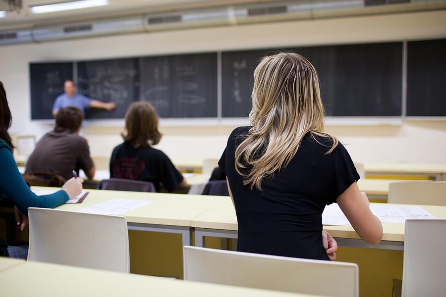 Private Bildungseinrichtungen, die allgemeinbildende oder berufsbildende Lehrinhalte anbieten, sind umsatzsteuerbefreit, wenn sie eine öffentlichen Schulen vergleichbare Tätigkeit nachweisen können. Vorsteuer aus Vorleistungen kann die Bildungseinrichtung jedoch nicht geltend machen. Was …